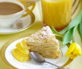 Netikras Napoleono tortas su citrininiu kremu