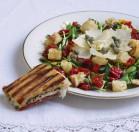 Salotos su pusiau džiovintais pomidorais