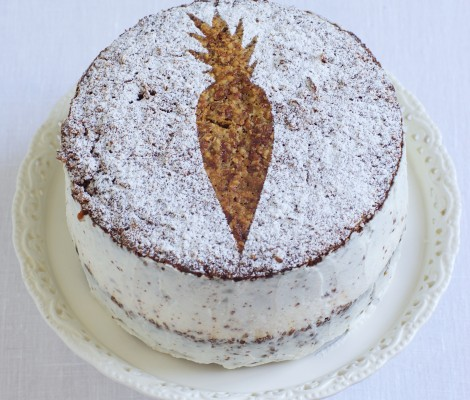 Morkų ir riešutų tortas su rikotos kremu