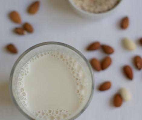 Naminis migdolų pienas